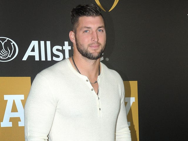 Tim Tebow Exhibits That Old NFL Accuracy, Hits Fan In Dick And Balls With Throw