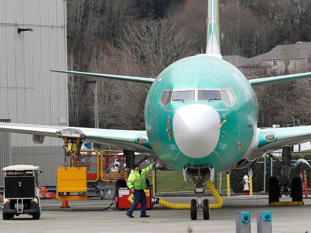 A los dos aviones de los accidentes mortales les faltaban dos características de seguridad que Boeing vendía como extras