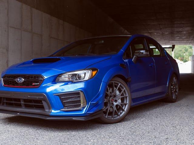 Το 2020 Subaru WRX STI S209 έχει τόσο πολλή λαβή ακόμη και οι οδηγοί αυτοκινήτων αγώνα αγωνίζονται να το πάρουν Sideways
