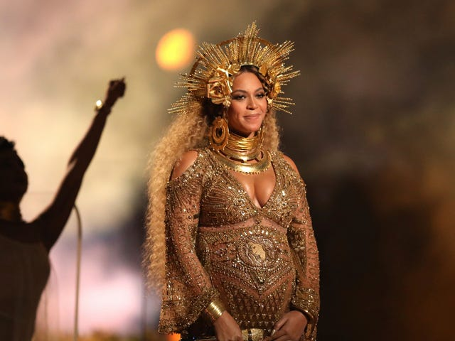 Is Beyoncé Giving Birth At This Very Second?