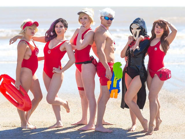 There's A Cosplay Show Held At The Beach
