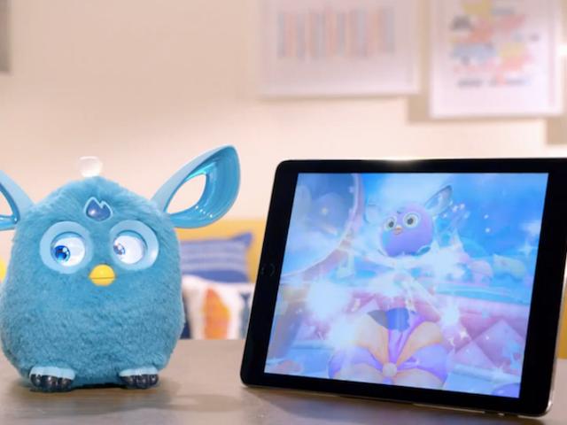 Même Hasbro connaît le film de Furby qu'il vient d'annoncer est une blague