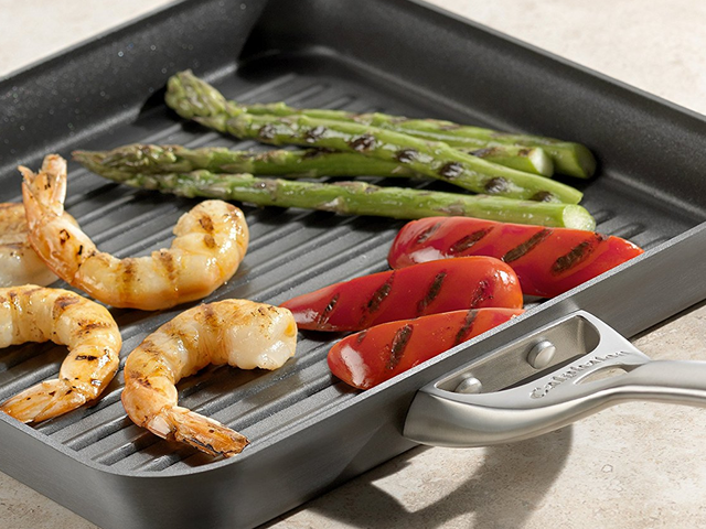 Bring the Barbecue Indoors With This Discounted Calphalon Grill Pan