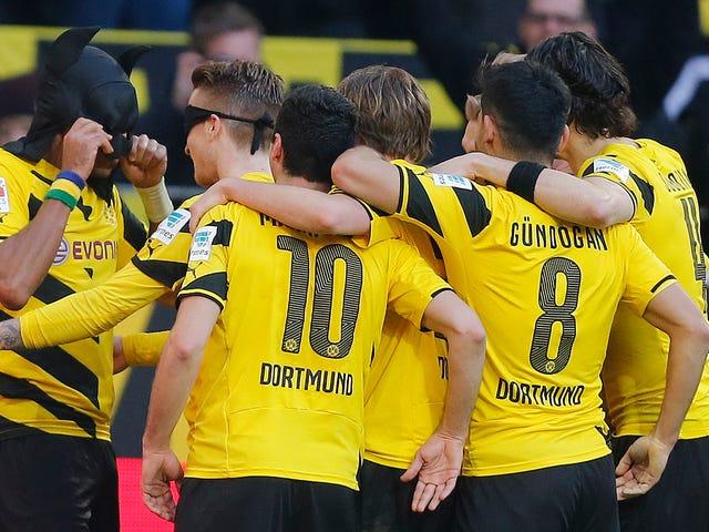 Mutlu Borussia Dortmund, Batman ve Robin Tarzında Hedefi Kutluyor