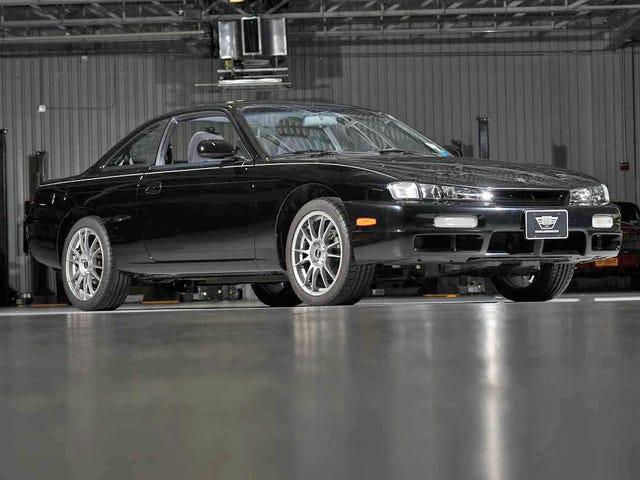 Цей повністю розслаблений Nissan 240SX має 676 миль і був утриманий у вітальні