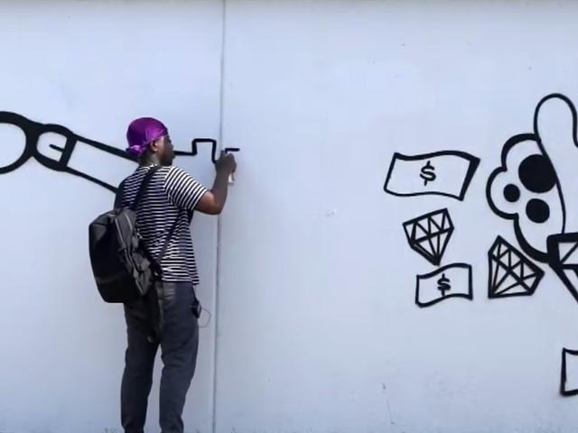 Um artista de Detroit foi encomendado pela cidade para pintar um mural - então a polícia o prendeu