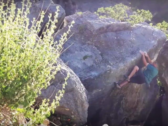 Enorma Chunk Of Boulder Breaks Off i klättrarnas händer