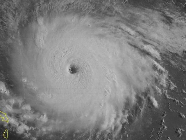 Η Φλόριντα δηλώνει την κατάσταση έκτακτης ανάγκης ως ο τυφώνας Irma συνεχίζει να κερδίζει δύναμη <em></em>