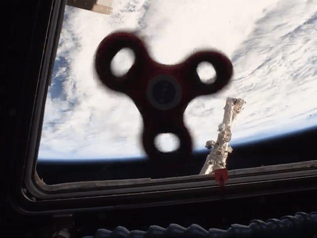 Por fin un vídeo de fidget spinners que importa: así giran a bordo de la Estación Espacial Internacional