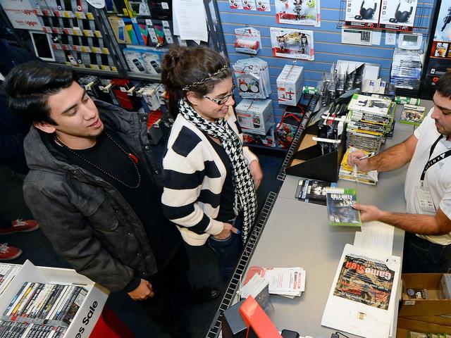 Sommige GameStops weigeren schakelaars zonder bundels te verkopen, maar GameStop zegt dat dit niet zou moeten gebeuren