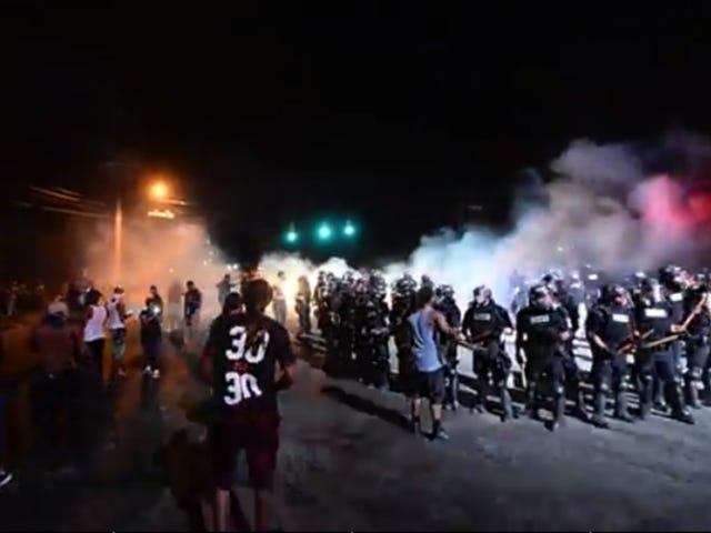 Protestere og politibetjente blev skadet under demonstrationer mod drab af Keith Lamont Scott