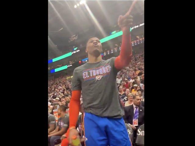 """Russell Westbrook To Heckling Jazz Fans: """"Jag ska kasta dig upp. Du och din fru.""""  [Uppdatering]"""
