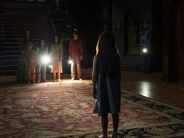 Mike Flanagan explains that crazy long-take episode of The Haunting Of Hill House