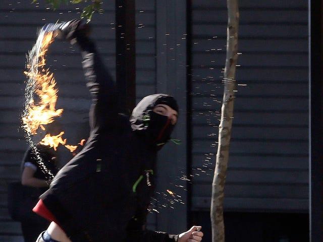 Hacker anonimo condannato dopo aver lasciato USB mentre lanciava un cocktail Molotov