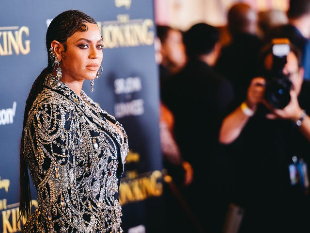 Just Because Beyoncé Posts Some Nice Pictures on Instagram Doesn't Mean She's Pregnant!