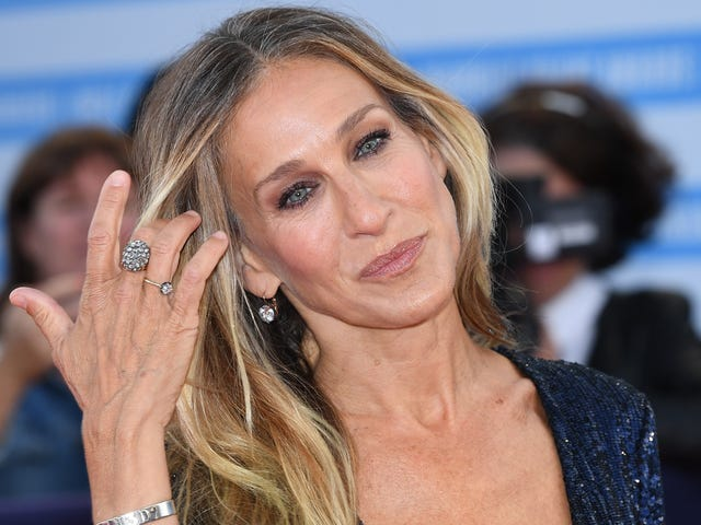 Sarah Jessica Parker Accused of Borrowing Jewels Then Just Keeping Them