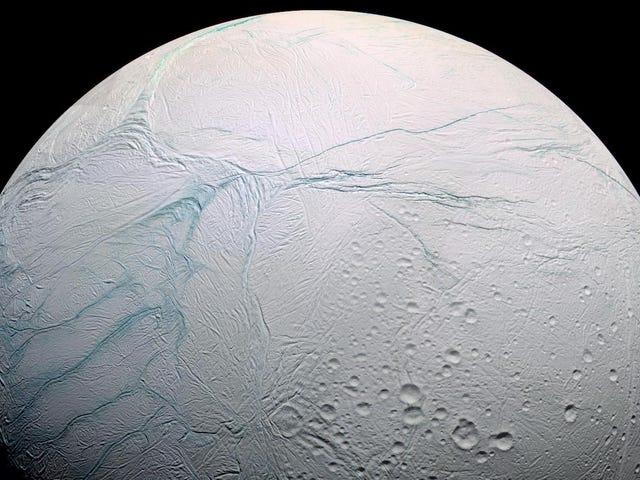 Un millonario ruso planea adelantar a la NASA en lanzar una misión a Encélado para buscar vida extraterrestre