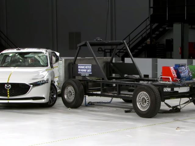 Το δοκιμαστικό κριτήριο IIHS Crash Test Ramming Car έχει αρκετά γλυκά ζάντες
