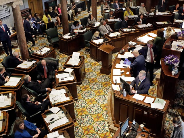 Tennessee Senate Approves Bill Permitting Faith-Based Agencies to Stop LGBTQ Couples From Adopting