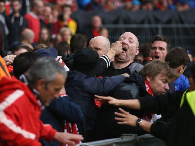 Liverpool Fan Büyük Oyunu Alır