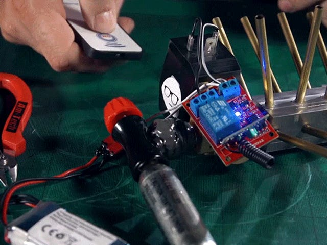 La granada de Nerf teledirigida hecha en casa saca a oponentes en cada dirección