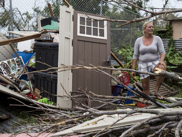 En orkan ødelagt Puerto Rico, men Donald Trump bryr sig kun om hvide mennesker (Old Kanye Voice)