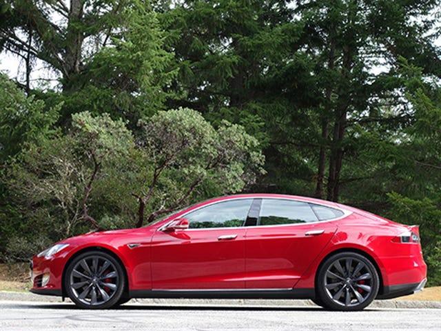 Tesla Making Insanely Fast P85D vieläkin mielettömämpi Ohjelmistopäivitys