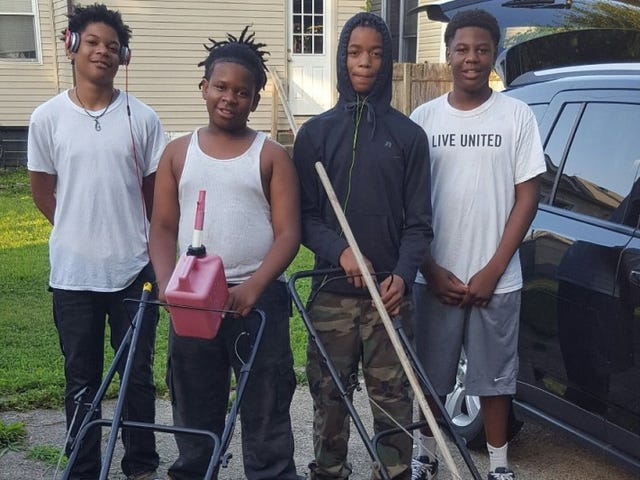 Ky. Teens Mow Lawns for Free