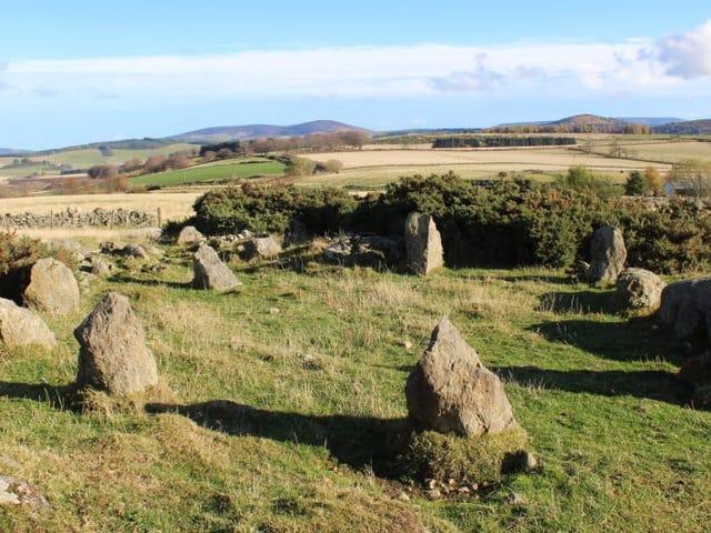 """Un monumento de piedras """"milenario"""" descubierto en Escocia en realidad es una réplica de los años 90"""