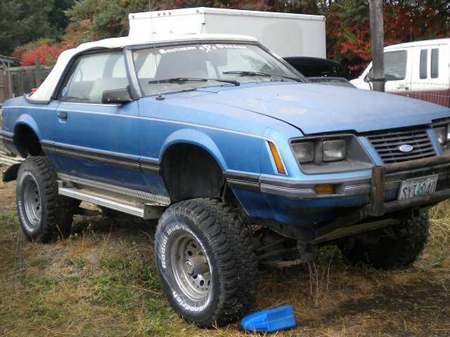 Antara Ford Mustang generasi ketiga ini pada kerangka Pengakap Antarabangsa dan kulit Geo Metro