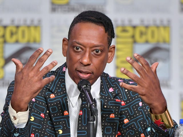 Ο Ορλάντο Τζόουνς λέει «Vulture Culture» Αμερικανός θεός Showrunner ήταν ένα «Wigga» που φορούσε μαύρο πάνθηρα T-Shirts