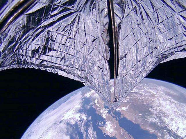 LightSail 2在早期的技术测试中打开了它可能使星际旅行成为可能的航行