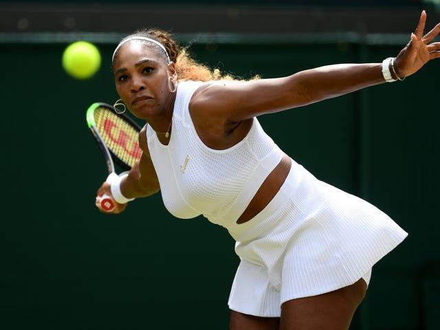 Serena Williams fick 10 000 $ för skadliga Wimbledon domstol