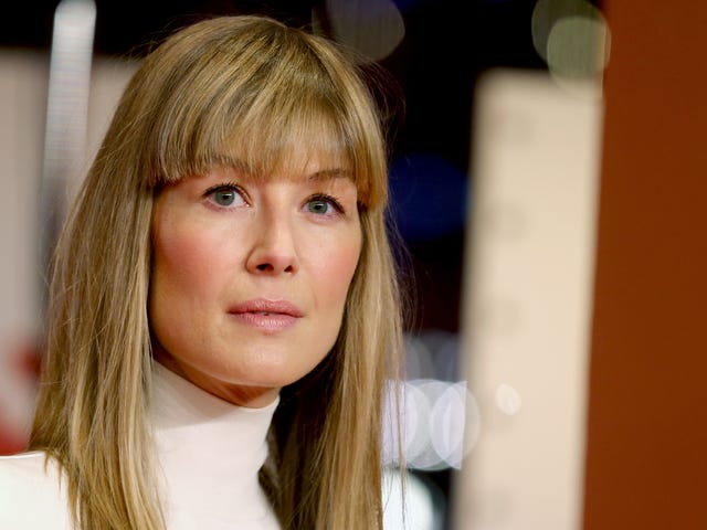 """Rosamund Pike was asked to strip to become a Bond girl, said """"Sod that"""""""