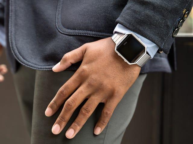 El nuevo reloj deportivo de Fitbit sabe qué deporte practicas sin que se lo digas
