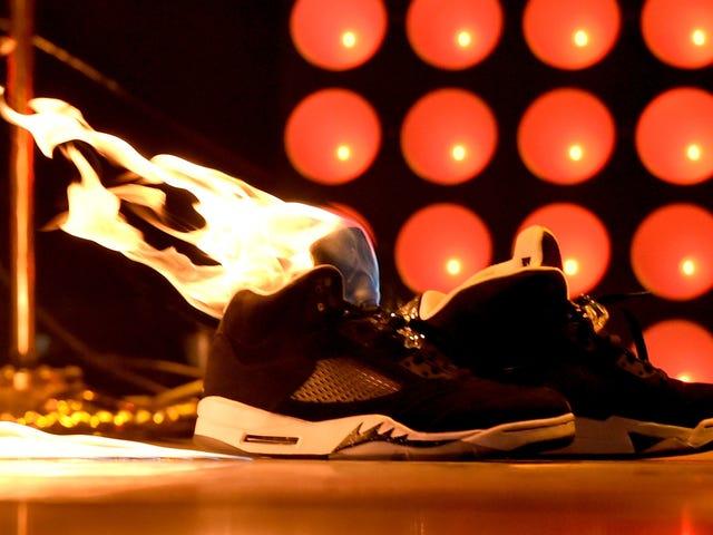 Os policiais dizem explodir a câmera de sapato frustrado Os futuros policiais dizem que a sapata de câmera explodida