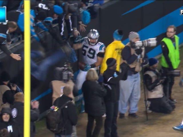 Panthers ανεμιστήρας πέφτει έξω από τα περίπτερα, σε ακραία αργή κίνηση