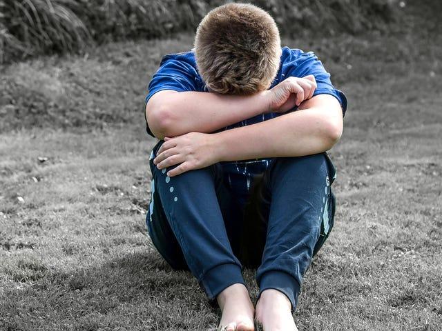 Bantu Anak Anda Menavigasi 'Mean Boy' Hubungan