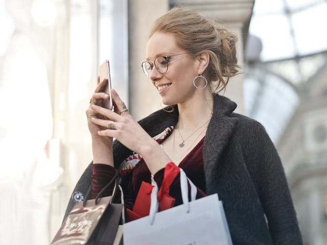Amazon's Mobile App Just Made International Shopping a Ton Easier