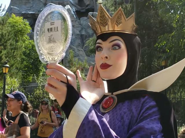 디즈니 랜드의 이블 퀸에게 인상을주세요