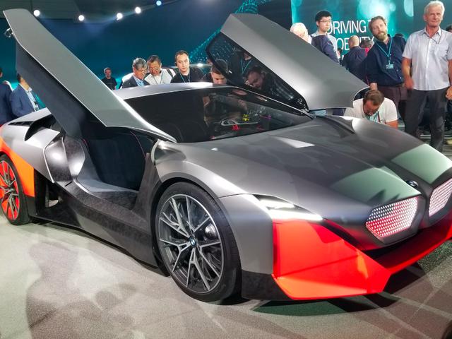 BMW Vision M NEXT мощностью 600 лошадиных сил - идея BMW о гибридном автомобиле будущего