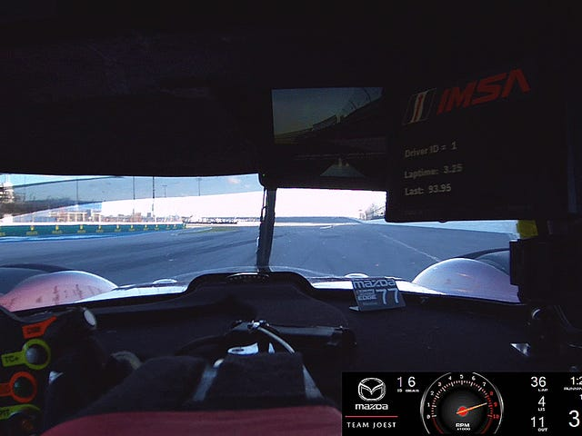 Panoorin ang Mazda Furiously Break the Lap Record sa Daytona