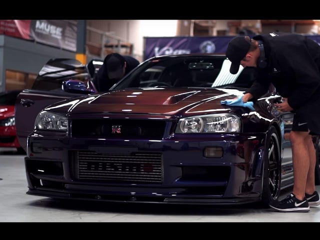 Spend Three Minutes Watching This R34 Nissan GT-R Get Lovingly Detailed