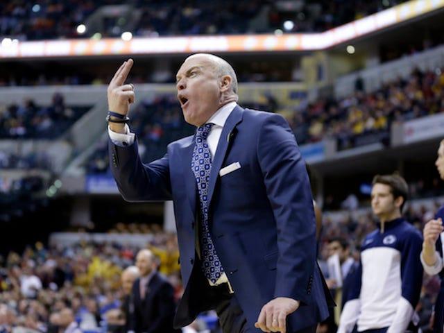 Les fans de Penn State passent le chapeau pour payer l'amende de l'entraîneur de basket-ball