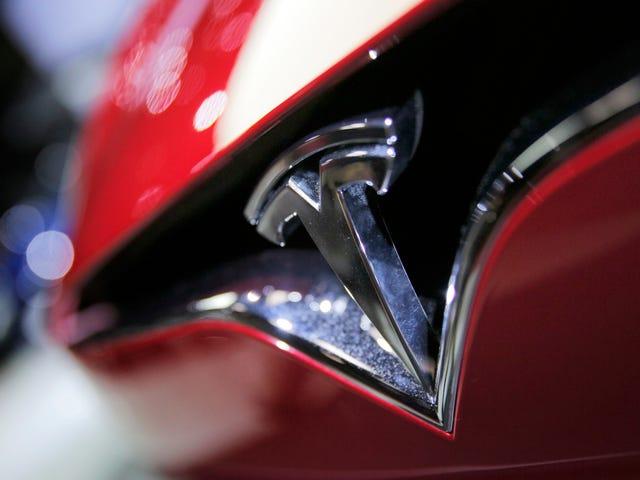Tesla пред'являє позови до колишніх співробітників і запуску Zoox для крадіжки торгових секретів