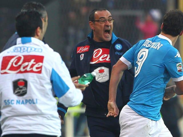 """Maurizio Sarri ottiene una bella luce dopo aver chiamato Roberto Mancini un """"Fagot"""""""