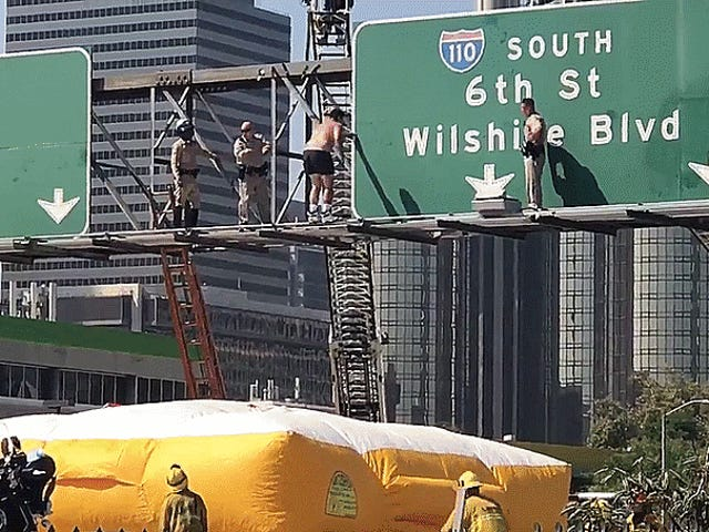 Man On Exit Dấu hiệu Shut Down Los Angeles lộ (Cập nhật: Dismounted Với Epic Backflip)