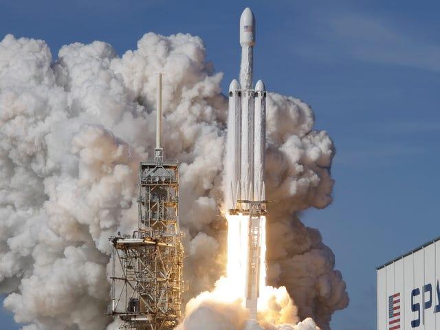 SpaceXはFalcon Heavyの2つのブースターに上陸しましたが、そのコアは300MHでDrone Shipを削りました