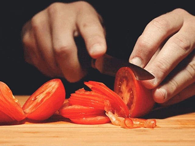 トマトがスライスされていないのを見るのは本当に奇妙だ