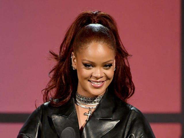 OH MEIN GOTT!  OK, es passiert: Rihanna hat Berichten zufolge neue Musik bei ihrem Verlag registriert